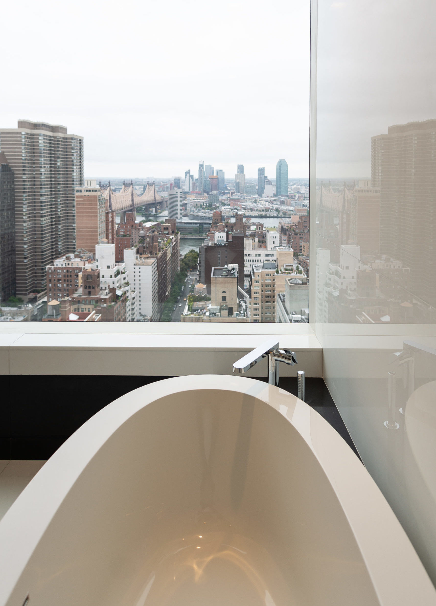 Bath with a view of New York City, design by EXD Architecture